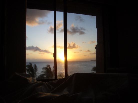 sunrise-from-bed